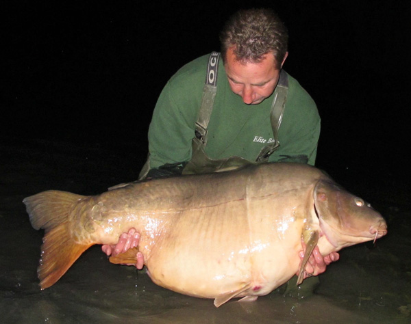 "Record mondial la crap ""The Scar"" 44,9 Kg (99lb) - Ambrose Smith."